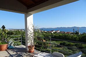 Kuća u Zadru s velikom terasom i panoramskim pogledom na more i otoke
