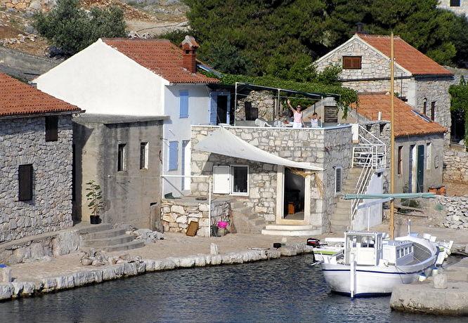 Maison pecheur croatie location maison atypique ile for Location maison atypique
